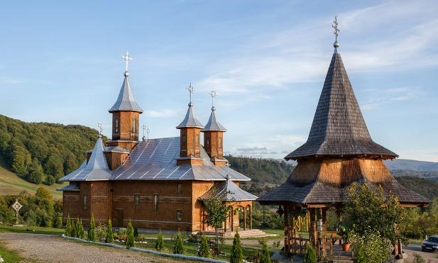 The monastery The Saint Trinity – Moiseni